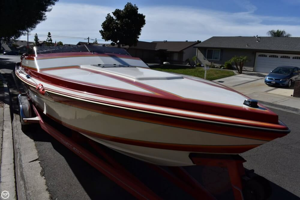 1988 Hallett boat for sale, model of the boat is 270-T & Image # 7 of 40