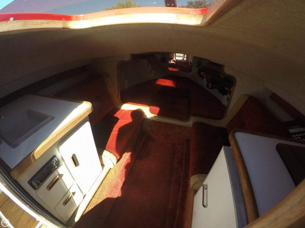 1988 Hallett boat for sale, model of the boat is 270-T & Image # 14 of 40