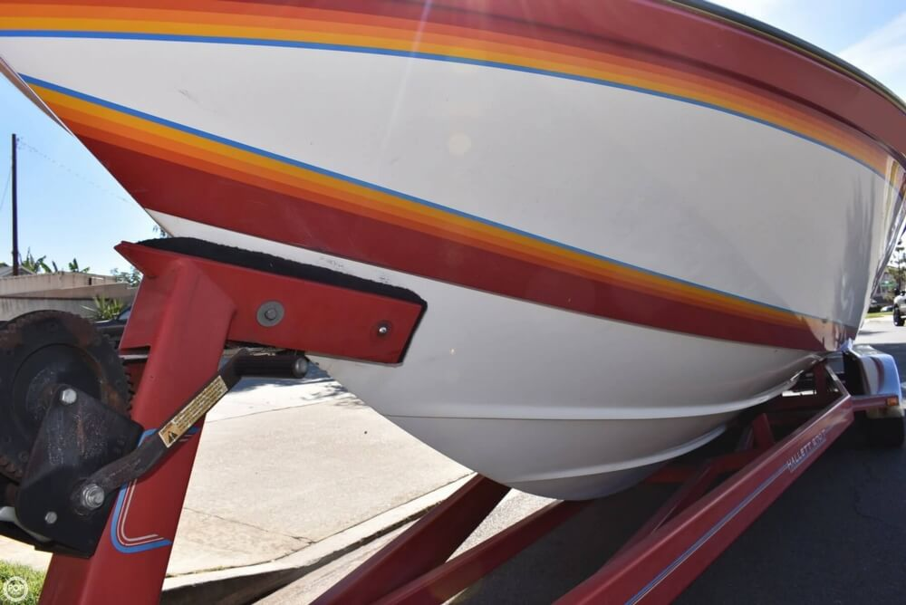 1988 Hallett boat for sale, model of the boat is 270-T & Image # 33 of 40