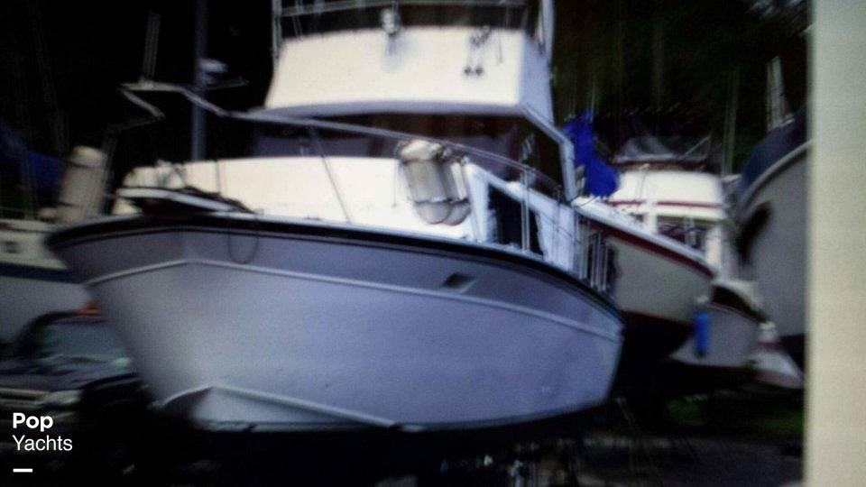 1989 Marinette boat for sale, model of the boat is 32 Sedan & Image # 4 of 6