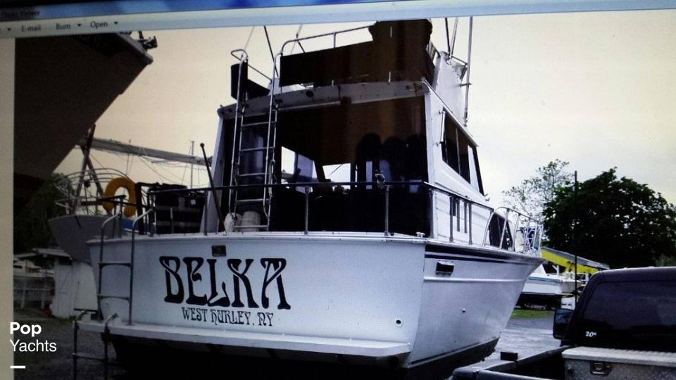 1989 Marinette boat for sale, model of the boat is 32 Sedan & Image # 5 of 7