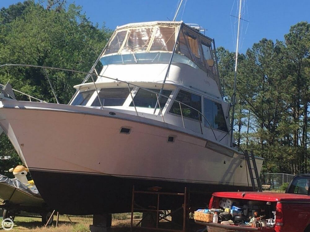 1979 Uniflite boat for sale, model of the boat is 38 Convertible & Image # 10 of 40