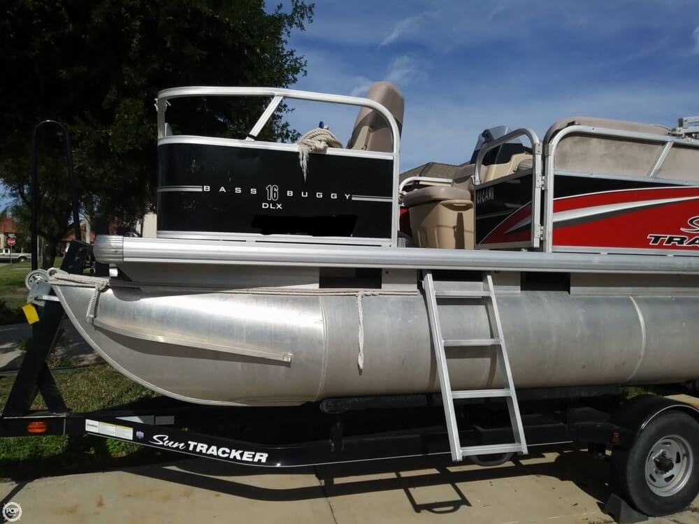 2014 Sun Tracker boat for sale, model of the boat is Bass Buggy 16 DLX & Image # 18 of 40