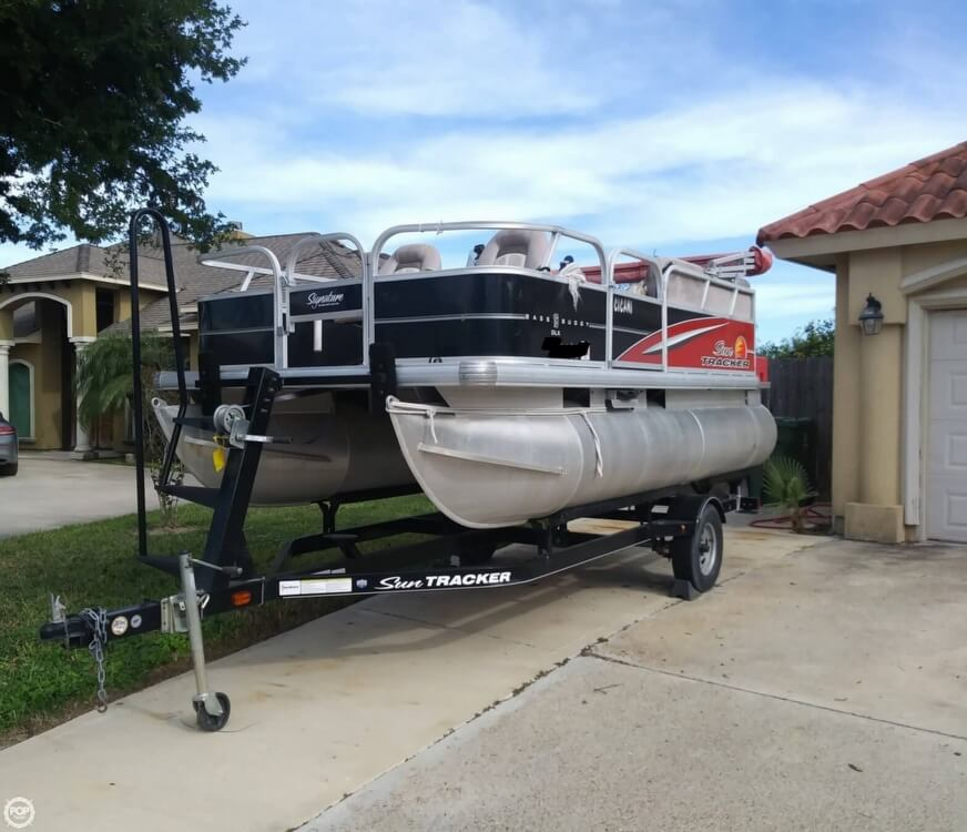2014 Sun Tracker boat for sale, model of the boat is Bass Buggy 16 DLX & Image # 2 of 40