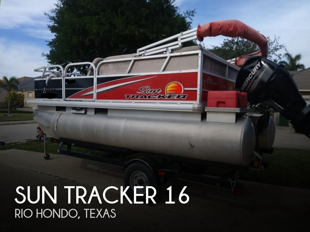 2014 Sun Tracker boat for sale, model of the boat is Bass Buggy 16 DLX & Image # 1 of 40