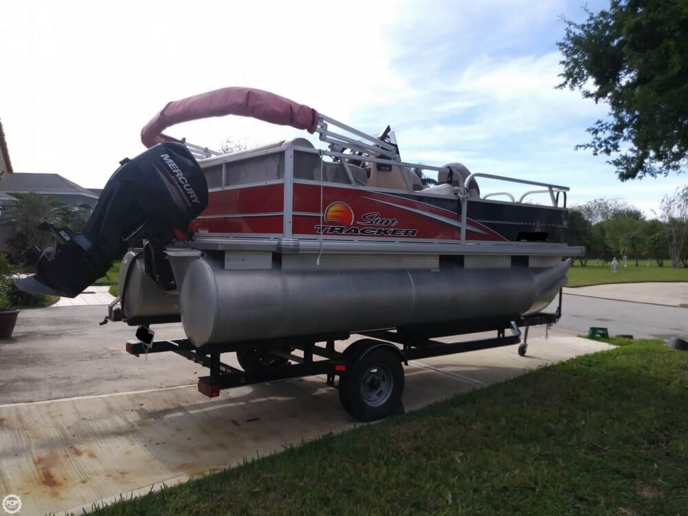 2014 Sun Tracker boat for sale, model of the boat is Bass Buggy 16 DLX & Image # 4 of 40