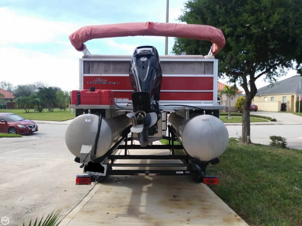 2014 Sun Tracker boat for sale, model of the boat is Bass Buggy 16 DLX & Image # 5 of 40