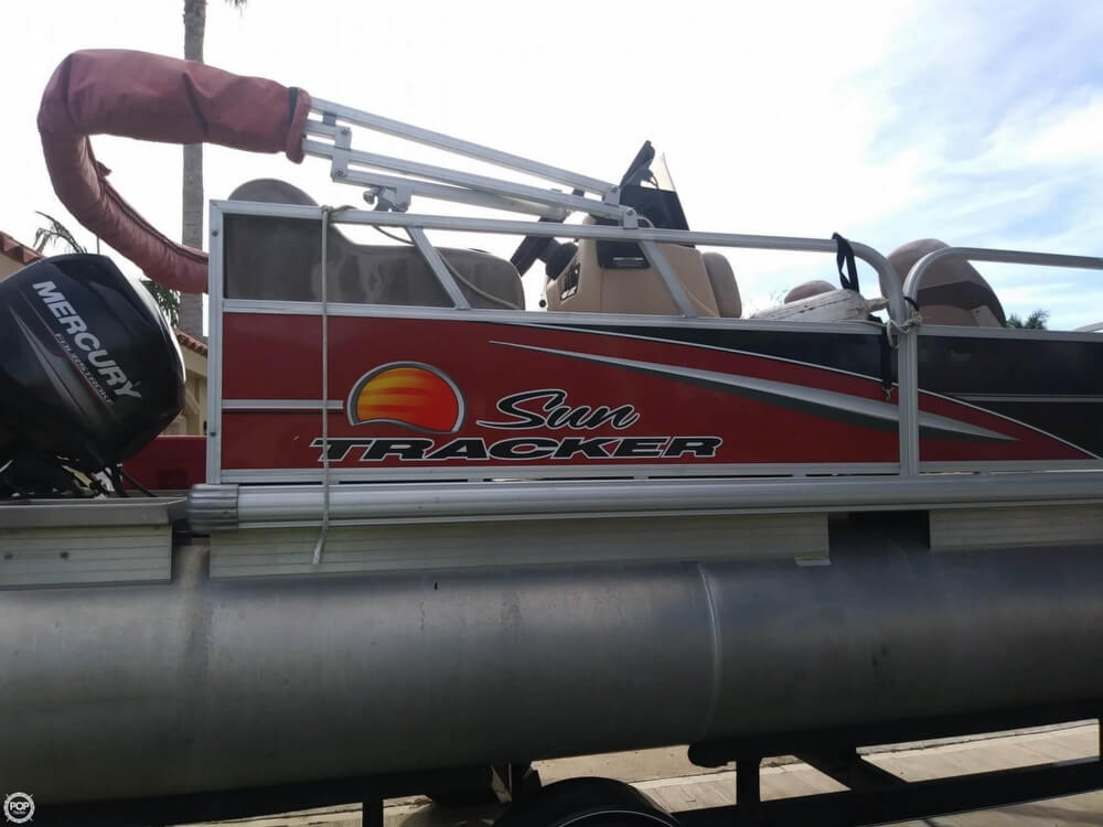 2014 Sun Tracker boat for sale, model of the boat is Bass Buggy 16 DLX & Image # 24 of 40