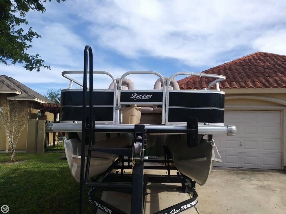 2014 Sun Tracker boat for sale, model of the boat is Bass Buggy 16 DLX & Image # 29 of 40