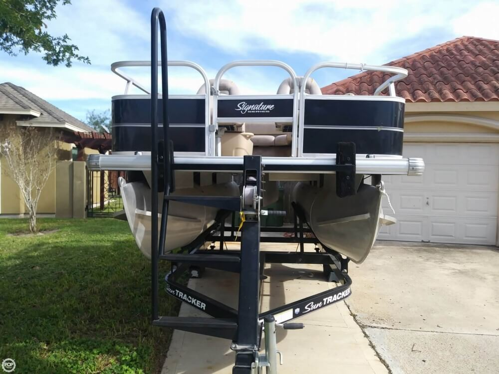 2014 Sun Tracker boat for sale, model of the boat is Bass Buggy 16 DLX & Image # 30 of 40