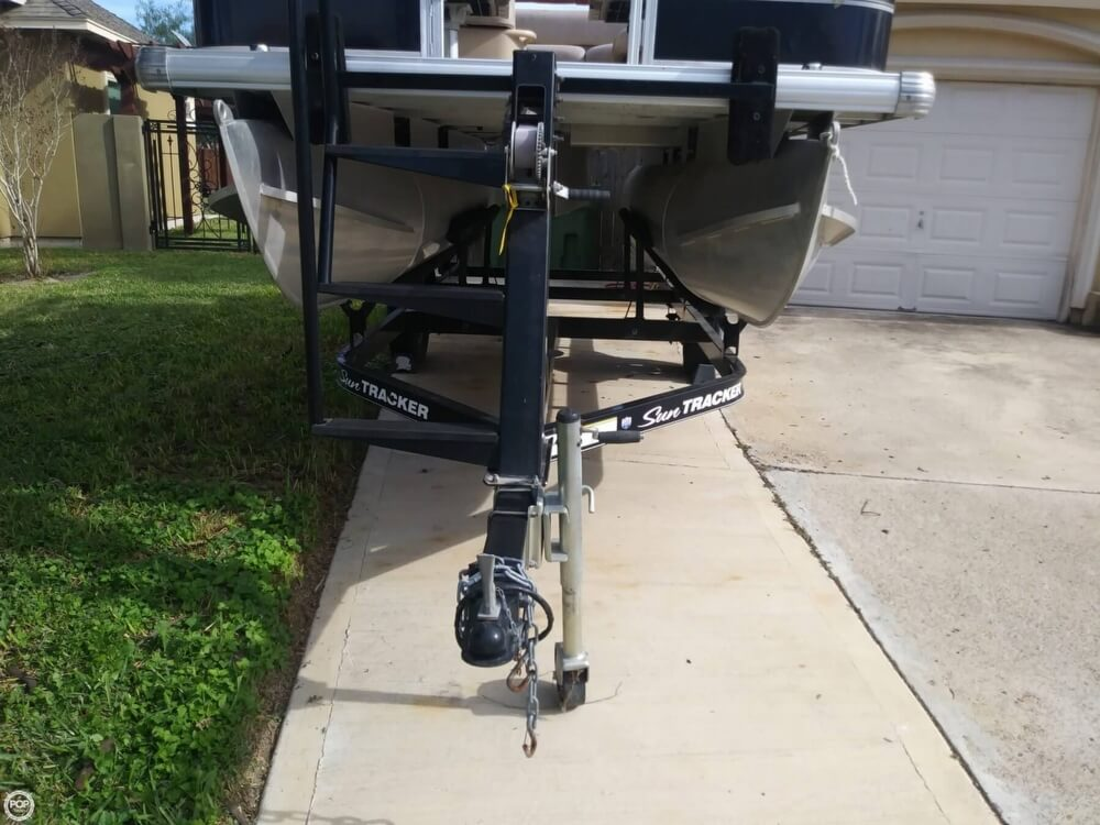 2014 Sun Tracker boat for sale, model of the boat is Bass Buggy 16 DLX & Image # 31 of 40