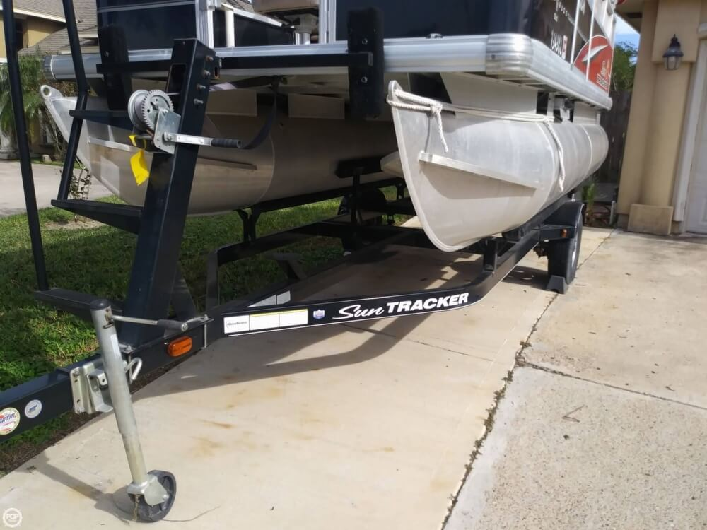 2014 Sun Tracker boat for sale, model of the boat is Bass Buggy 16 DLX & Image # 34 of 40