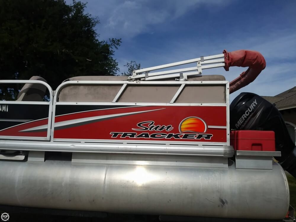 2014 Sun Tracker boat for sale, model of the boat is Bass Buggy 16 DLX & Image # 35 of 40
