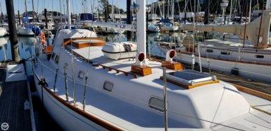 Islander 44, 43', for sale