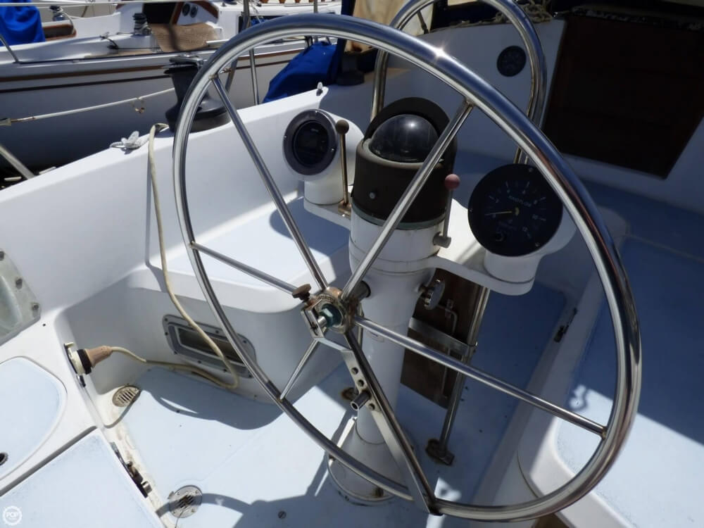 1980 Ericson Yachts boat for sale, model of the boat is 38 & Image # 15 of 40