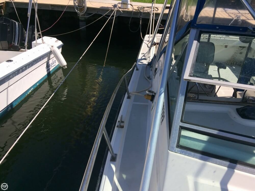1985 Tiara Yachts boat for sale, model of the boat is 2700 Pursuit & Image # 39 of 40