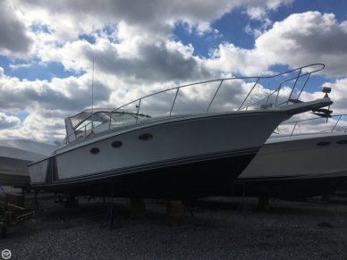Trojan 10 Meter Express, 33', for sale - $17,000
