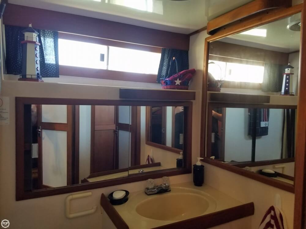 1987 Marine Trader boat for sale, model of the boat is 47 & Image # 15 of 28
