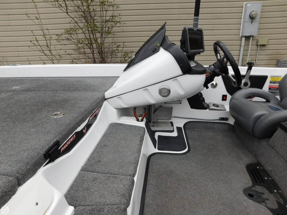 2013 Phoenix boat for sale, model of the boat is 921 Pro XP & Image # 26 of 40