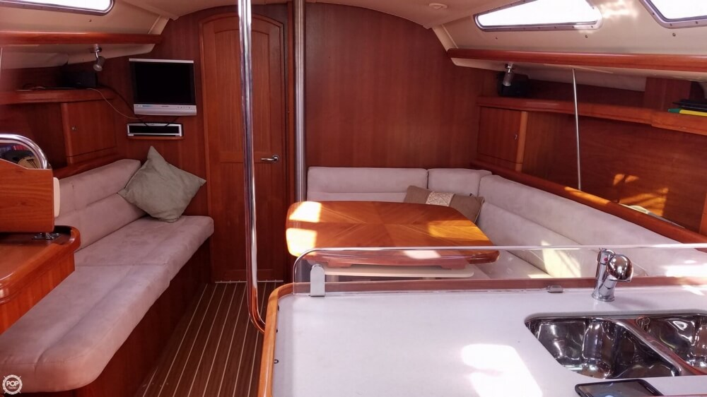 2006 Hunter boat for sale, model of the boat is 38 & Image # 5 of 40