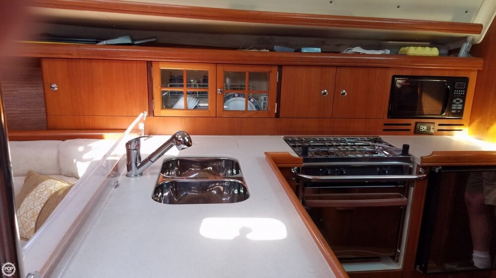 2006 Hunter boat for sale, model of the boat is 38 & Image # 7 of 40