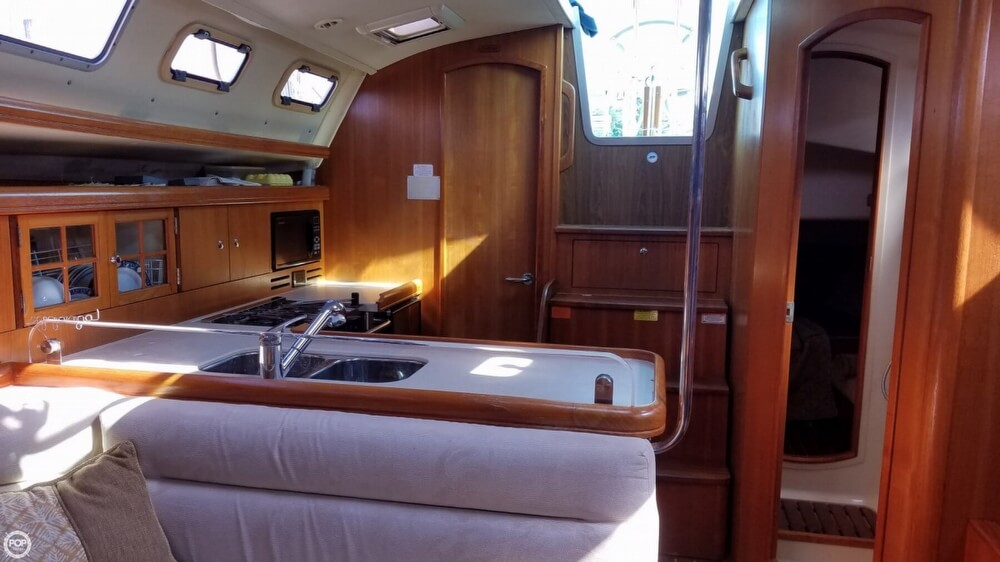 2006 Hunter boat for sale, model of the boat is 38 & Image # 10 of 40