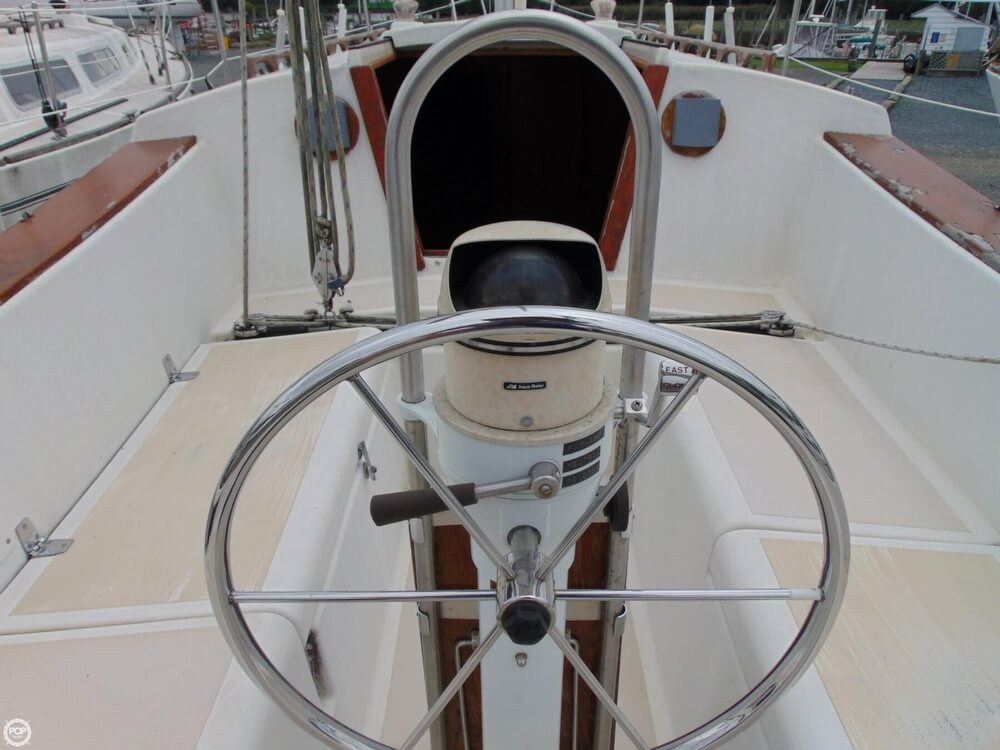 1983 Lippincott boat for sale, model of the boat is 30 & Image # 17 of 40