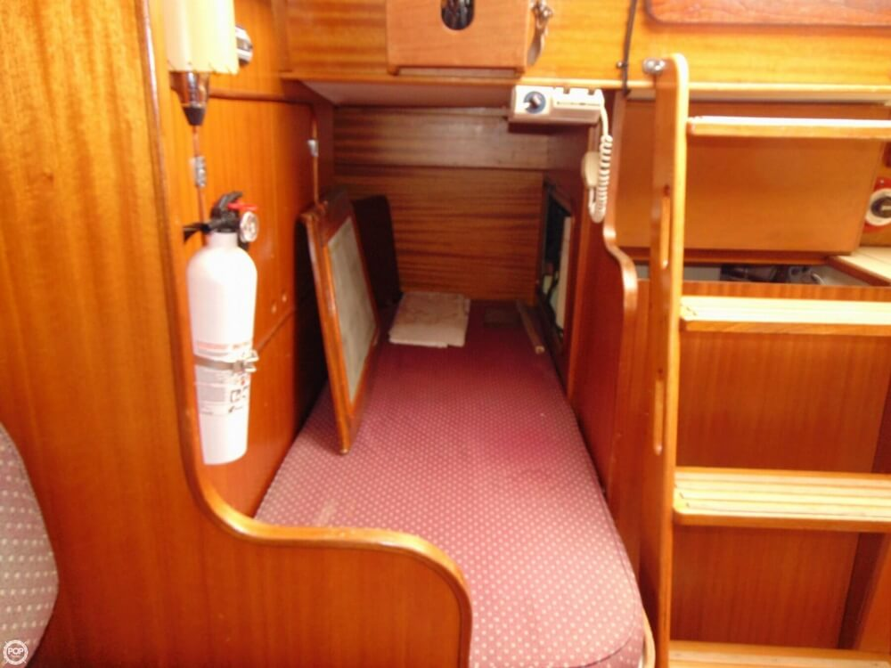 1983 Lippincott boat for sale, model of the boat is 30 & Image # 8 of 40