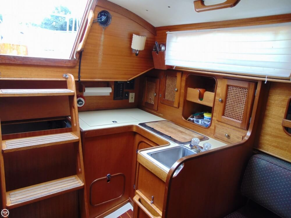 1983 Lippincott boat for sale, model of the boat is 30 & Image # 9 of 40