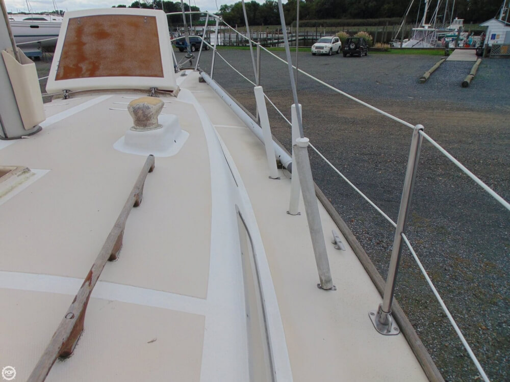 1983 Lippincott boat for sale, model of the boat is 30 & Image # 21 of 40