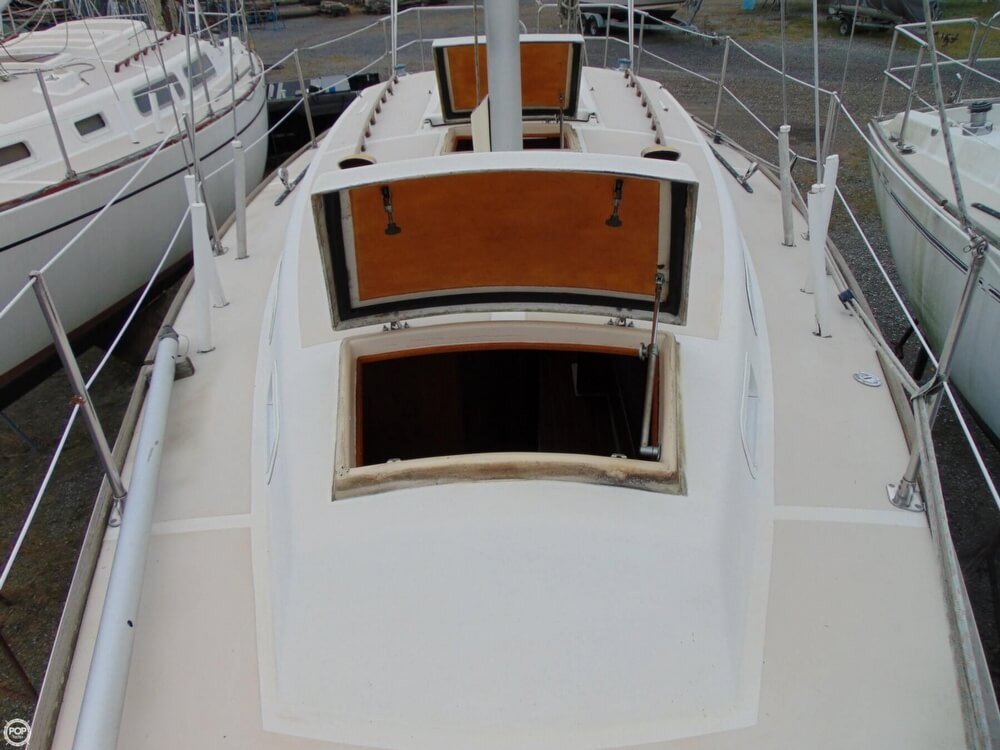 1983 Lippincott boat for sale, model of the boat is 30 & Image # 26 of 40