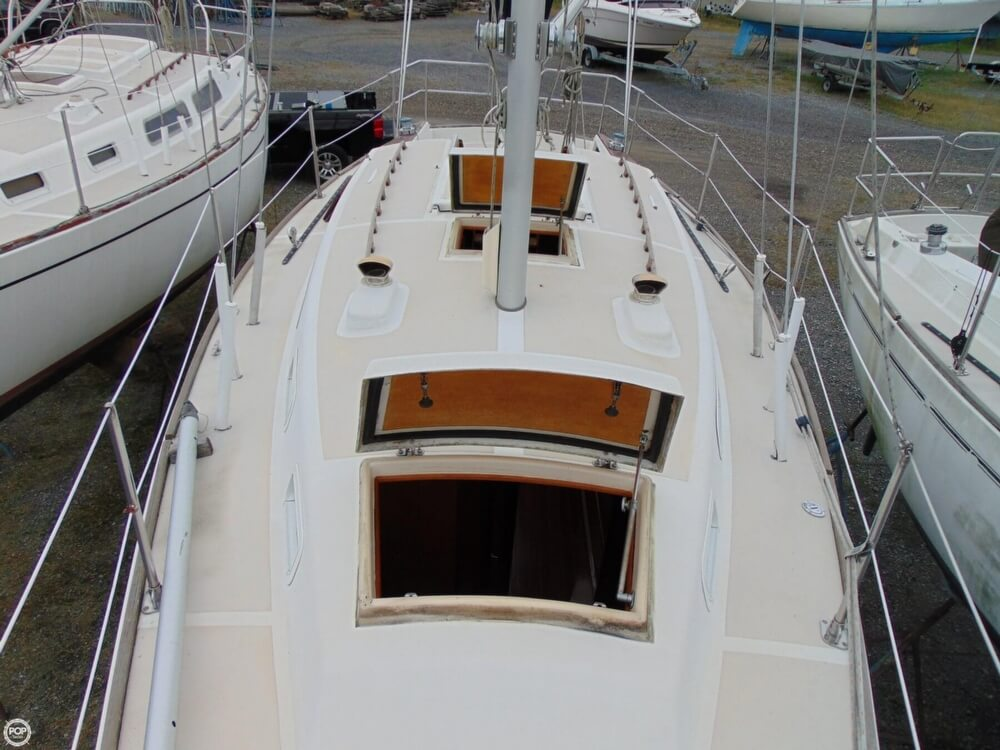 1983 Lippincott boat for sale, model of the boat is 30 & Image # 27 of 40