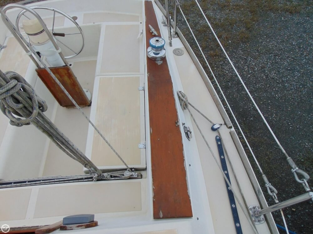 1983 Lippincott boat for sale, model of the boat is 30 & Image # 35 of 40