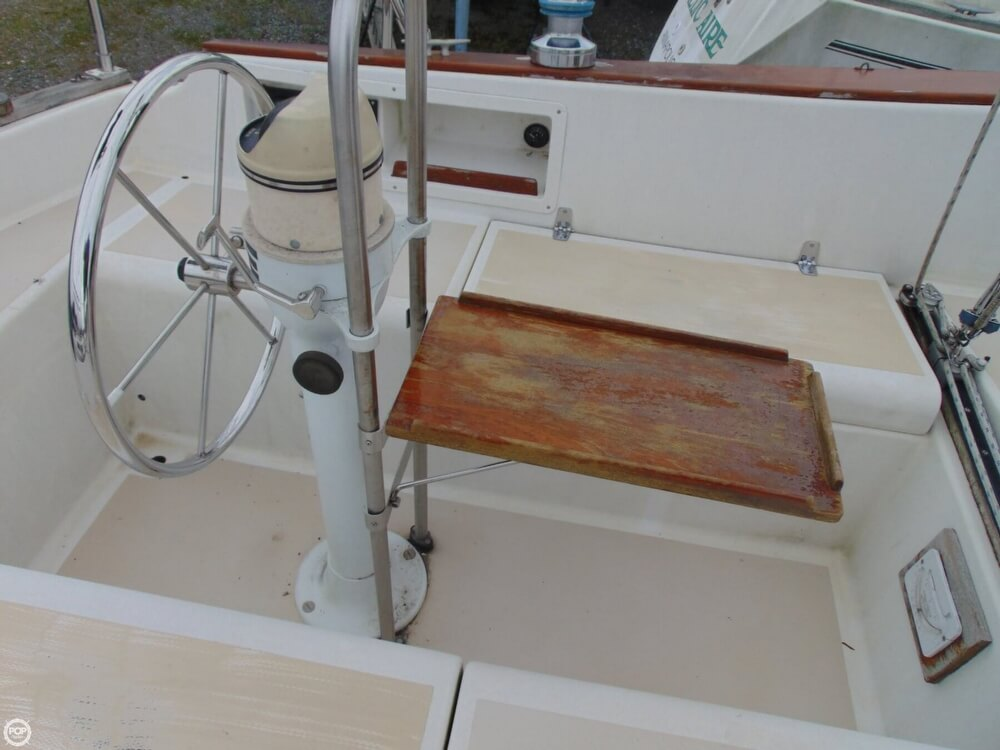 1983 Lippincott boat for sale, model of the boat is 30 & Image # 40 of 40