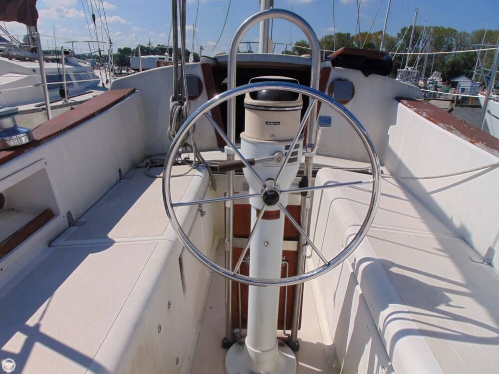 1983 Lippincott boat for sale, model of the boat is 30 & Image # 2 of 40