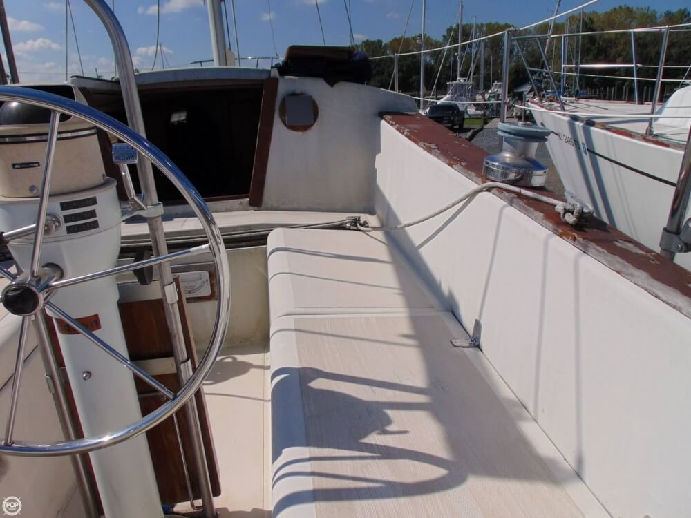 1983 Lippincott boat for sale, model of the boat is 30 & Image # 11 of 40