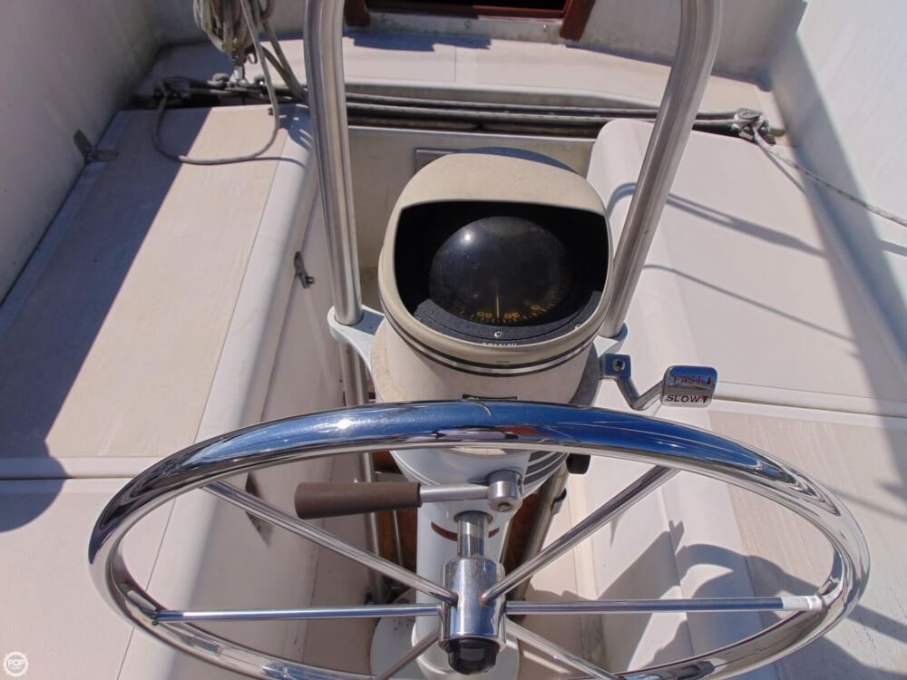 1983 Lippincott boat for sale, model of the boat is 30 & Image # 12 of 40