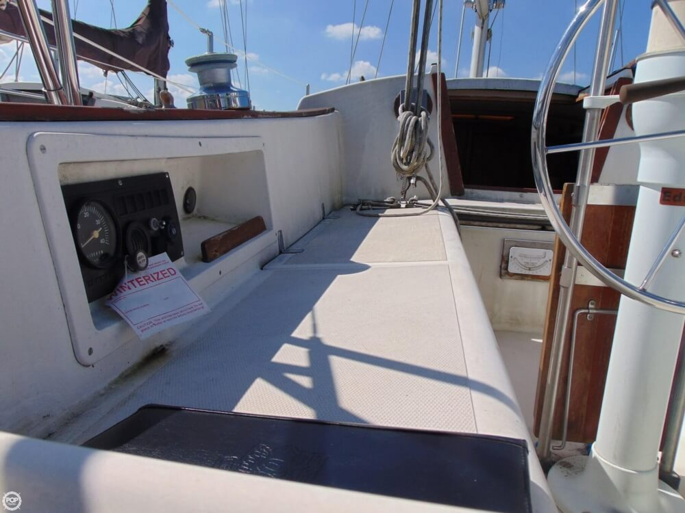1983 Lippincott boat for sale, model of the boat is 30 & Image # 10 of 40