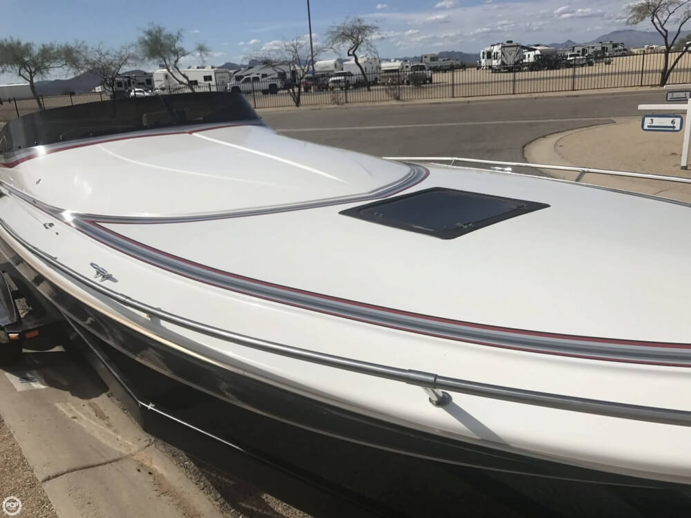 1986 Hallett boat for sale, model of the boat is 270-T (7.9EXP) & Image # 27 of 41