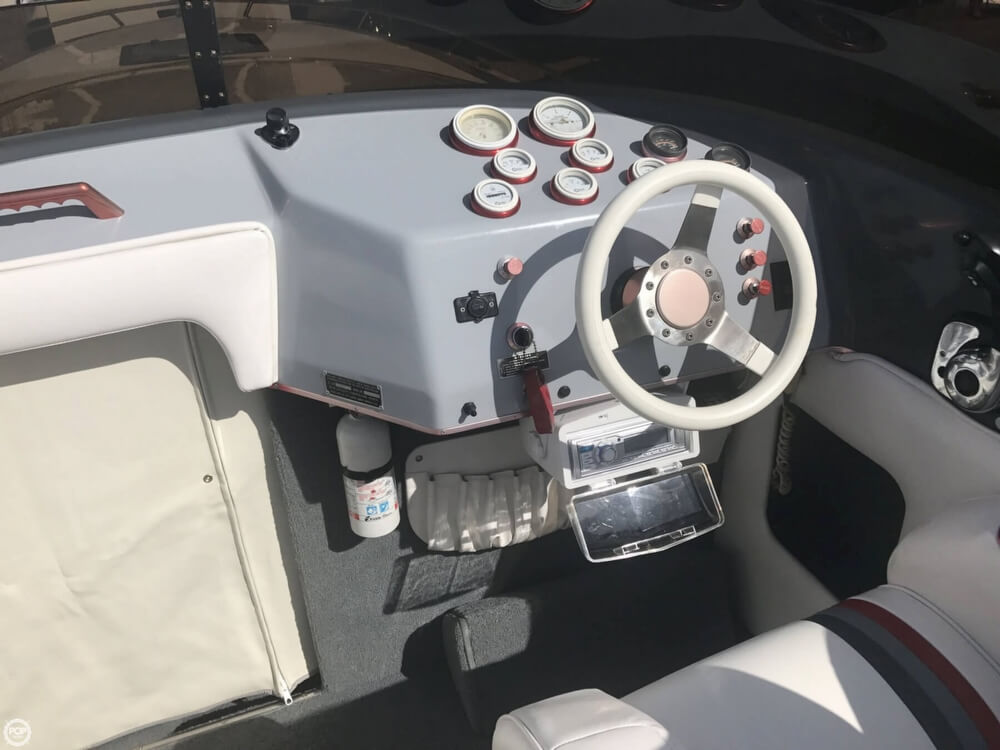 1986 Hallett boat for sale, model of the boat is 270-T (7.9EXP) & Image # 40 of 41
