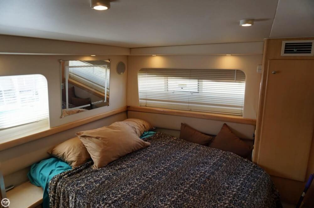 1998 Carver 355 Motor Yacht Aft Cabin - image 24