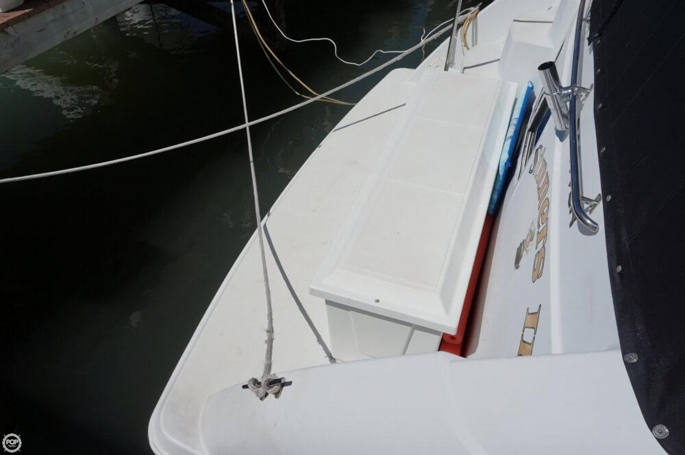1998 Carver 355 Motor Yacht Aft Cabin - image 6