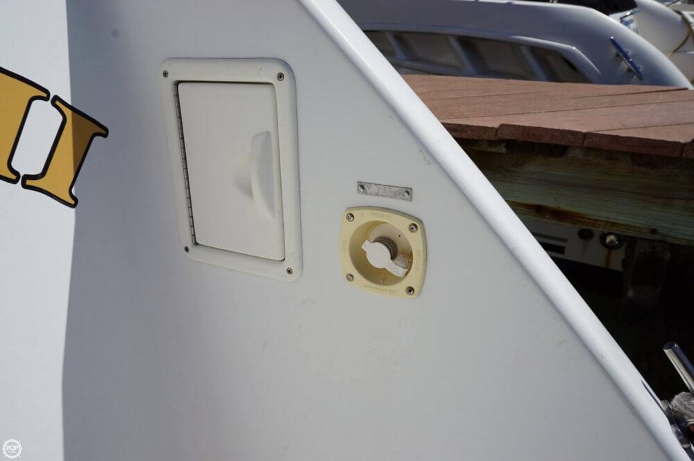 1998 Carver 355 Motor Yacht Aft Cabin - image 7