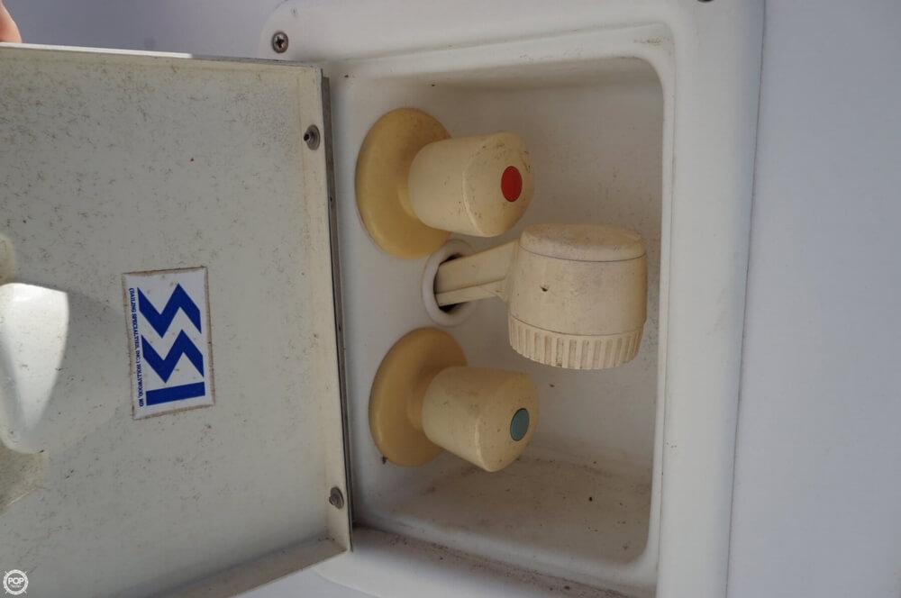 1998 Carver 355 Motor Yacht Aft Cabin - image 8