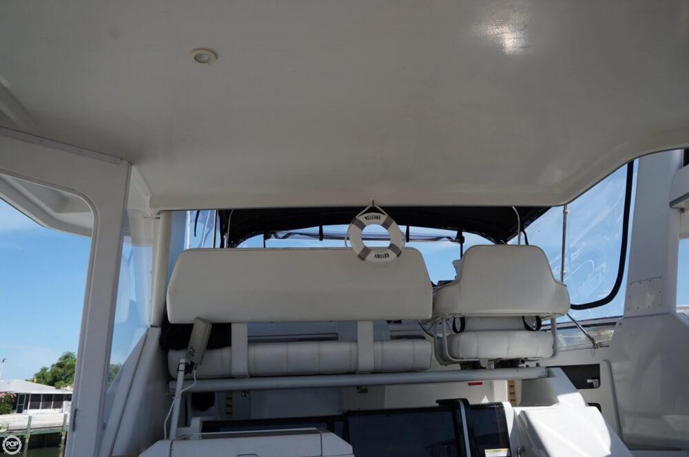 1998 Carver 355 Motor Yacht Aft Cabin - image 12