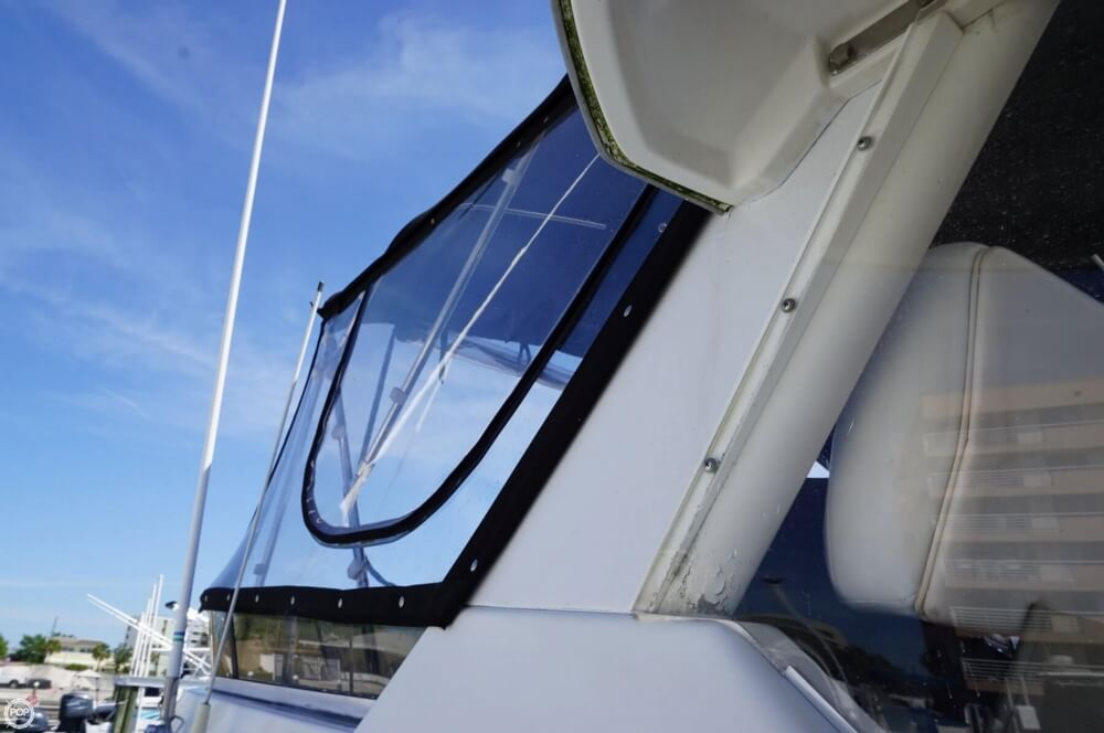 1998 Carver 355 Motor Yacht Aft Cabin - image 18