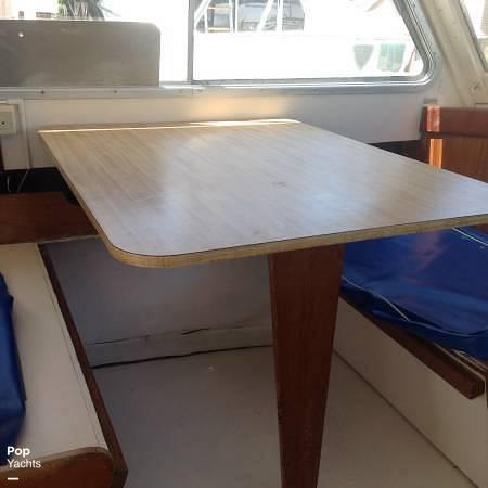 1971 Luhrs boat for sale, model of the boat is Super 320 Marboro Flybridge Sedan & Image # 8 of 40