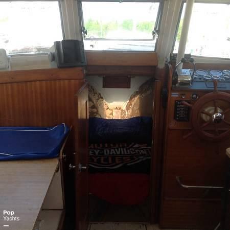 1971 Luhrs boat for sale, model of the boat is Super 320 Marboro Flybridge Sedan & Image # 16 of 40