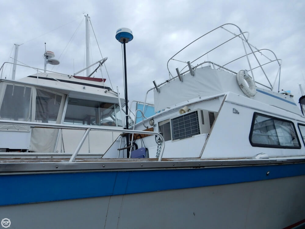 1971 Luhrs boat for sale, model of the boat is Super 320 Marboro Flybridge Sedan & Image # 25 of 40