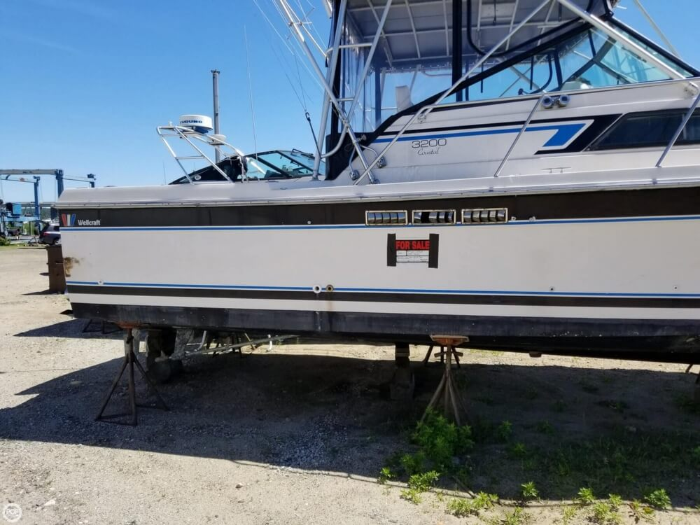 1987 Wellcraft boat for sale, model of the boat is 3200 Coastal & Image # 24 of 40